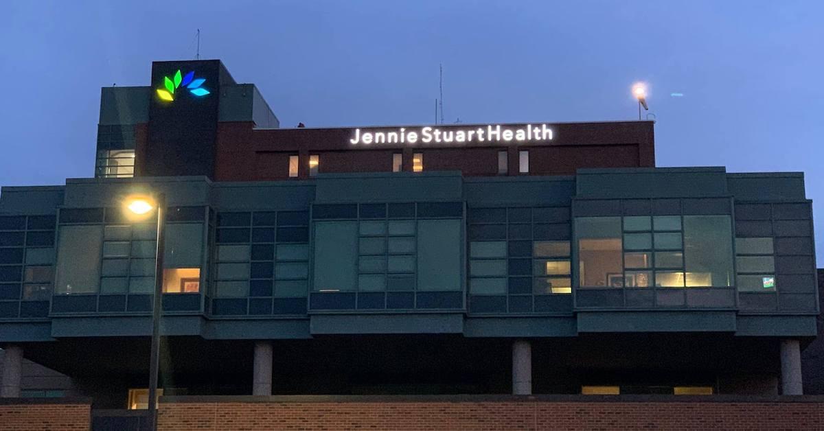 jennie stuart medical center at night