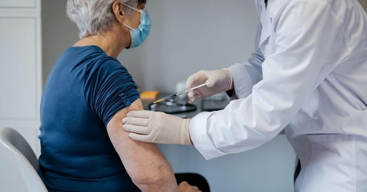 Vaccine vaccination senior
